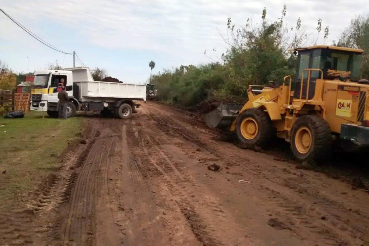 Siguen los trabajos en los caminos rurales de Colón