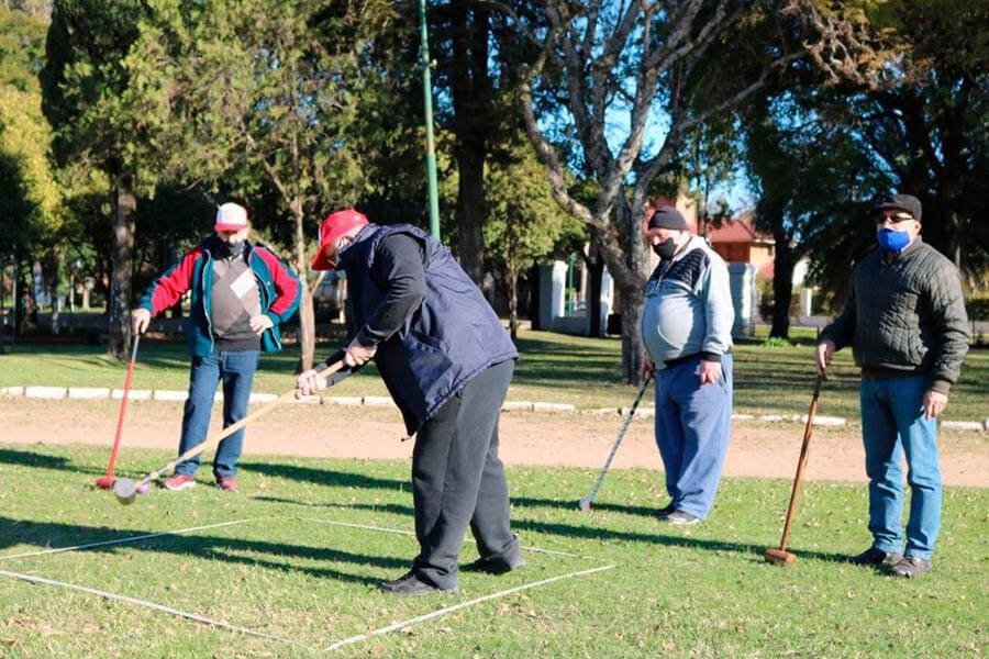 Adultos Mayores reinician actividades de Golf Croquet