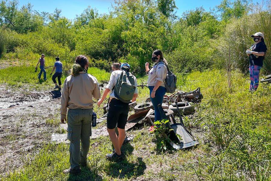 Limpiaron las margenes del Arroyo Artalaz de Colon