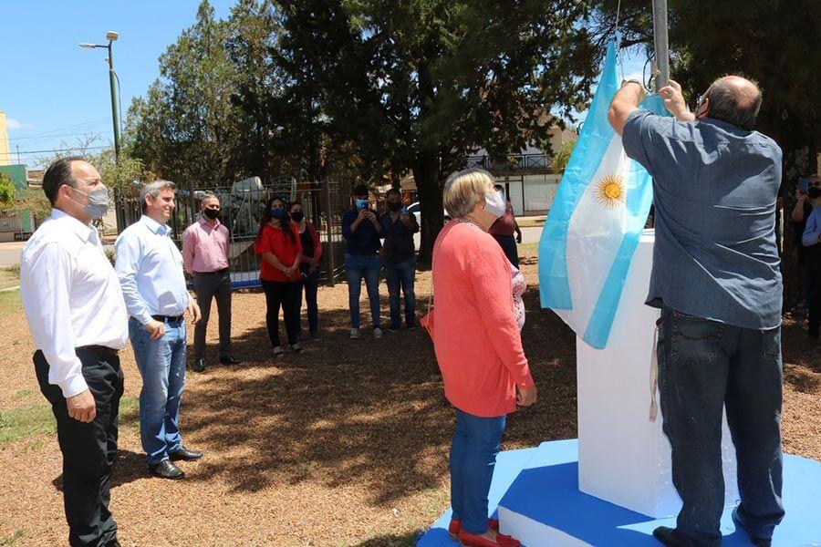 Se conmemoro el primer izamiento de la Bandera Argentina en Malvinas
