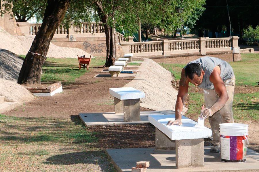 Se incorpora mobiliario urbano en el bajo Parque Quiros