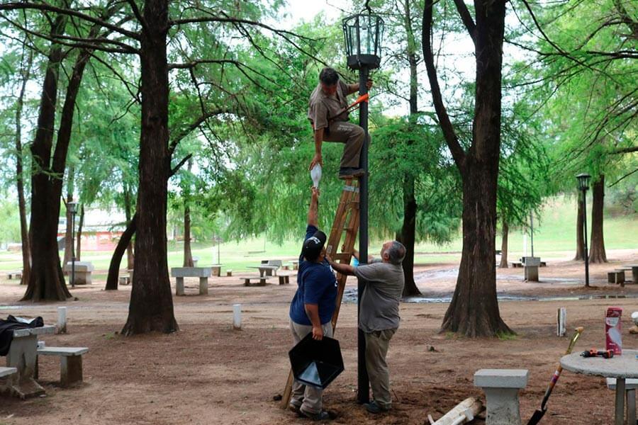 Se continua con la reconstruccion de veredas en el Parque Quiros