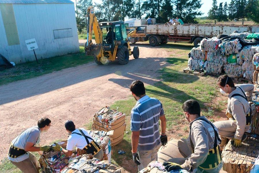 Cargaron más de 20 toneladas de material de la planta de reciclado