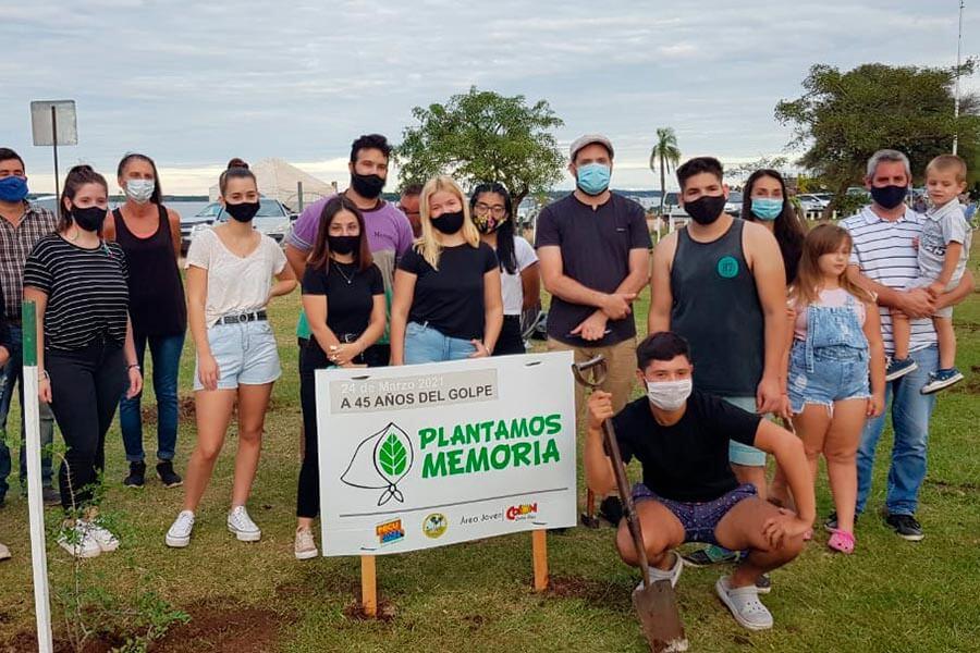 Estudiantes de PECU junto al Municipio plantaron árboles