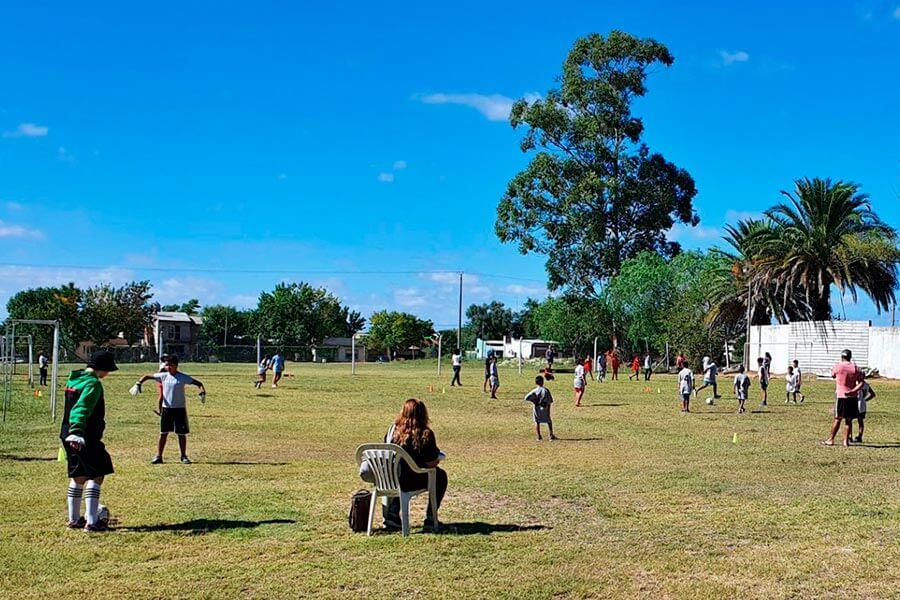 Se realizó el primer encuentro interbarrial de fútbol.