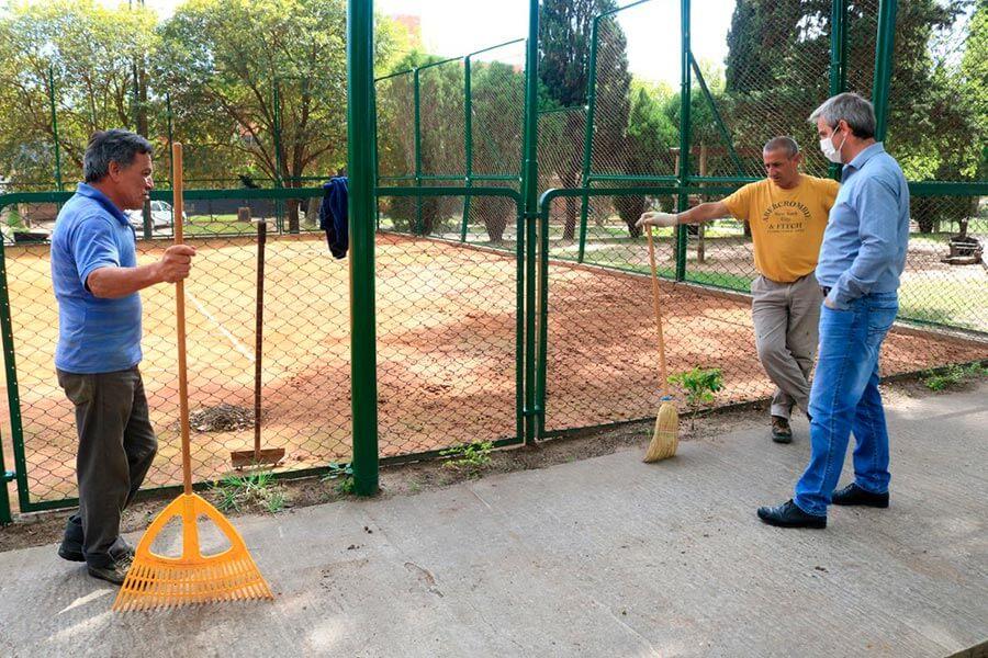 Sigue la recuperación de la cancha de tenis del parque para comenzar con las actividades