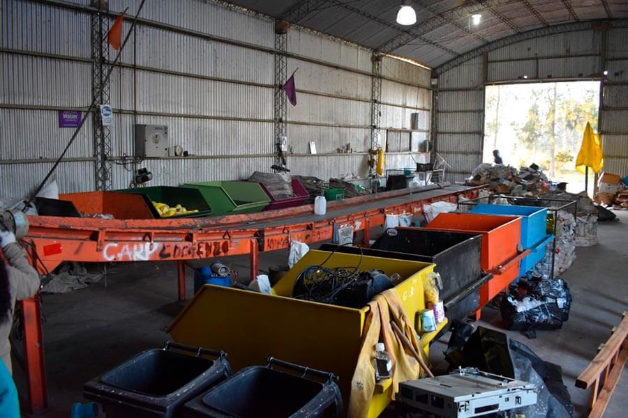 Empleados municipales explican como se trabaja en la planta de reciclado de Colón