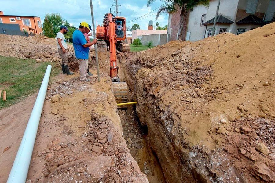 La Municipalidad resuelve un tramo complejo de la obra de la red cloacal