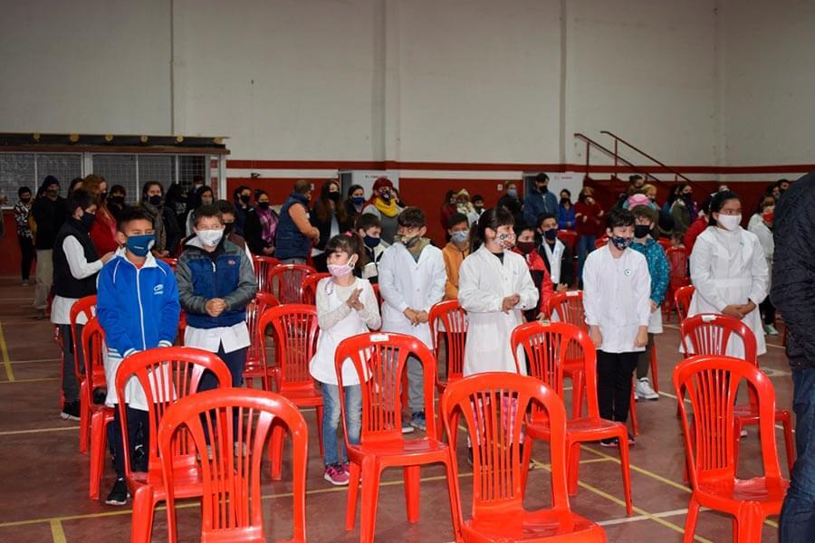 Alumnos de la Escuela 82 prometieron Lealtad a la Bandera Argentina