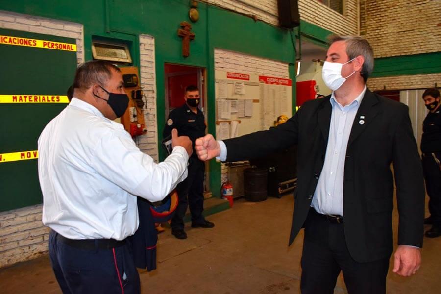 José Luis Walser visitó el cuartel de Bomberos Voluntarios de Colón
