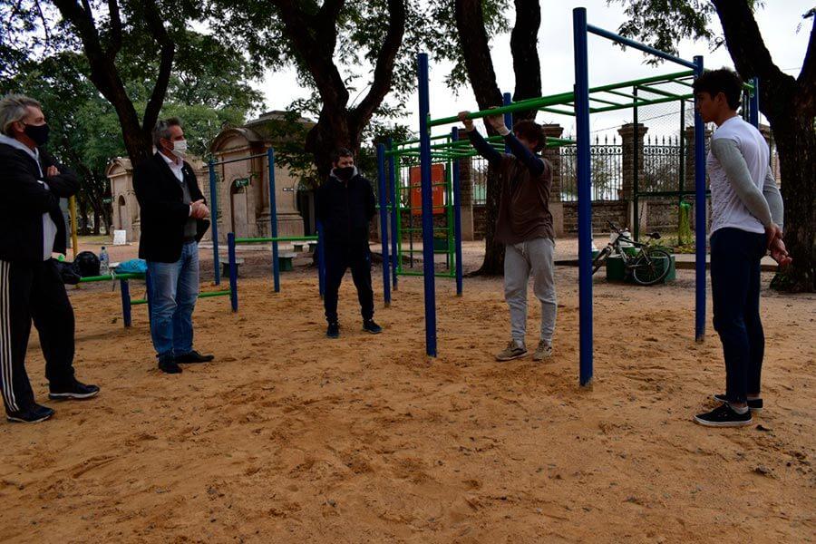 Se puso en funcionamiento un circuito de calistenia en el Parque Quirós