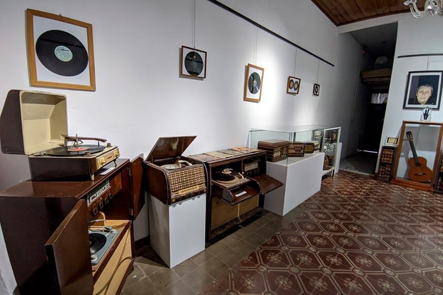 El Museo Histórico de Colón exhibe una muestra temática referida a la música