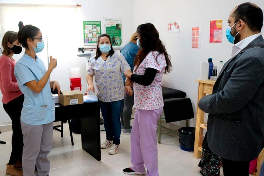 La Municipalidad de Colón acordó con el Hospital vacunar a docentes