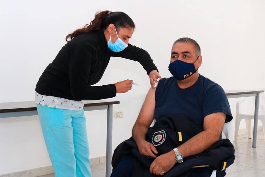 El viernes seguirá la vacunación a personal educativo de Colón en el CIC de El Ombú