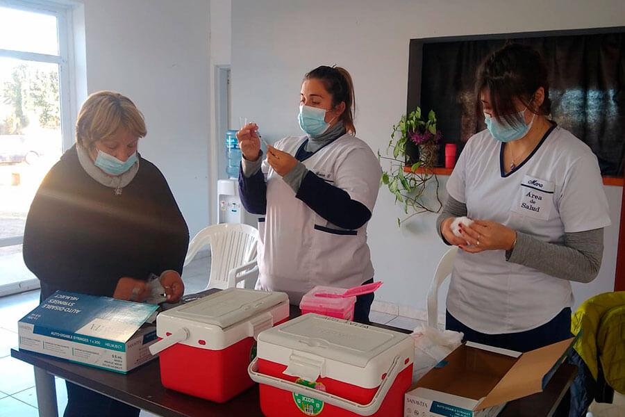 Sigue la vacunación en el CIC y el relevamiento en barrios de Colón