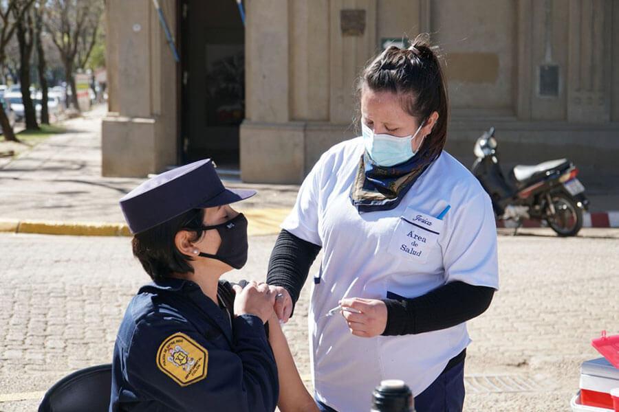 Se instalarán dos carpas sanitarias frente al Municipio para inscripción y vacunación