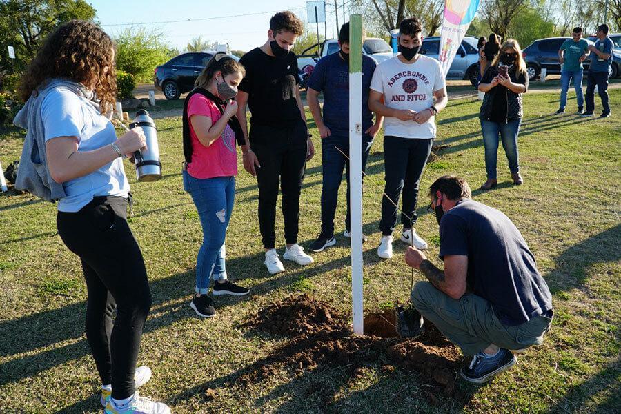 Se plantaron árboles nativos en la zona costera norte por el Día Nacional del Árbol