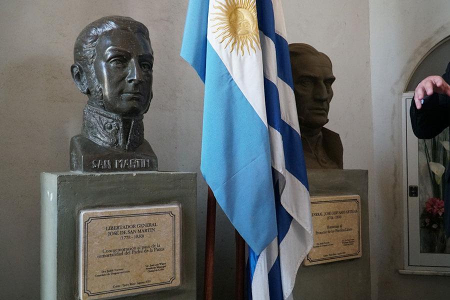 Se descubrieron placas conmemorativas de Artigas y de San Martín