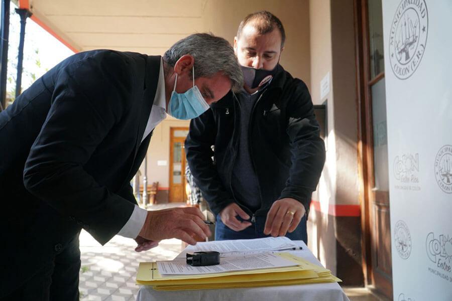 Vecinos de Colón reciben microcréditos para sus emprendimientos