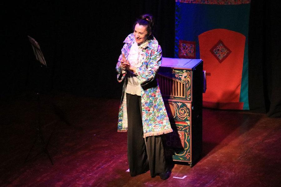 La actriz Anita Martínez presentó sus monólogos en Colón