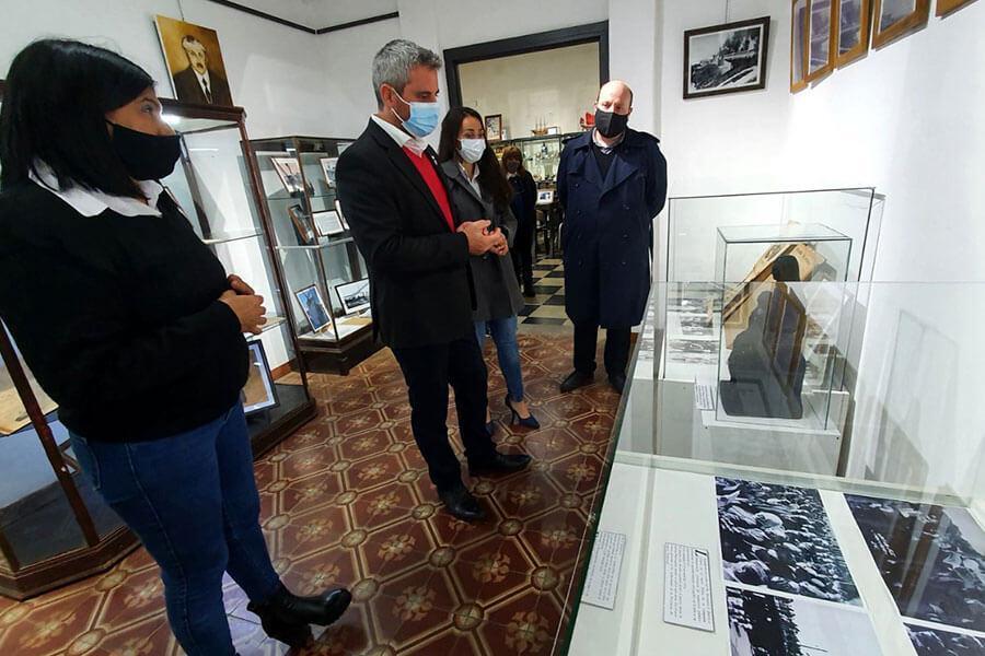 El Museo de Colón expone cartas, fotografías y objetos en homenaje a Quirós