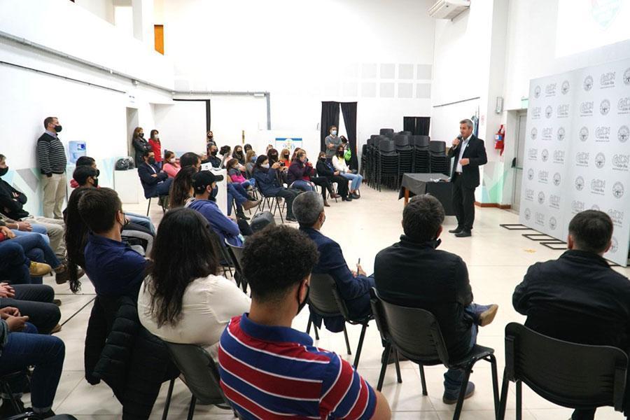 Fueron entregados los títulos a los primeros egresados de la Escuela Municipal de Guardavidas