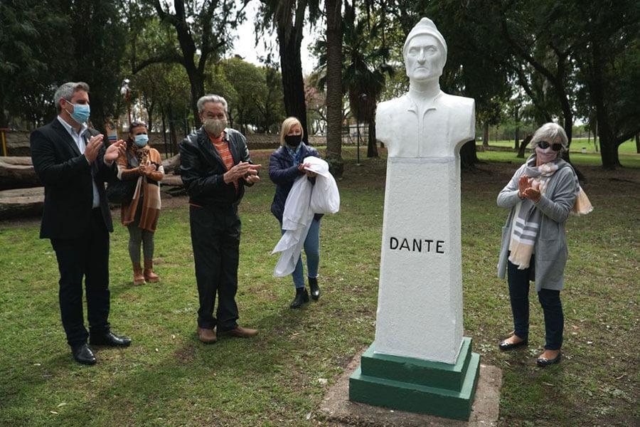 Fue puesto en valor y restituido el busto de Dante Alighieri en Colón
