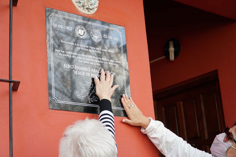 Fueron homenajeados el Héroe de Malvinas Elbio Eduardo Araujo Penón y su madre María del Carmen Penón