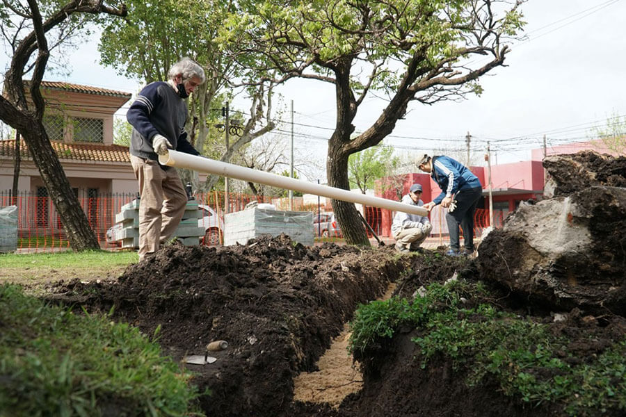 Se realizan intensos trabajos en la plaza Artigas de Colón