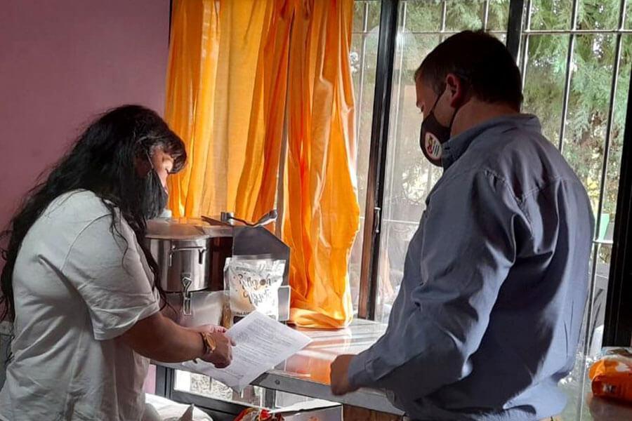 Comercios locales incorporan jóvenes a través de un programa de entrenamiento