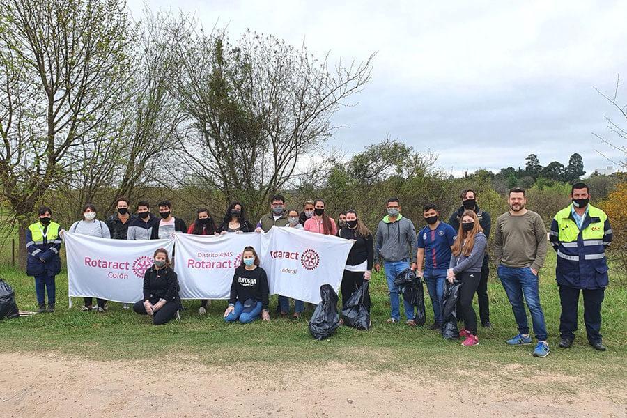 """Actividad física y conciencia ambiental: jóvenes practicaron """"plogging"""" en Colón"""