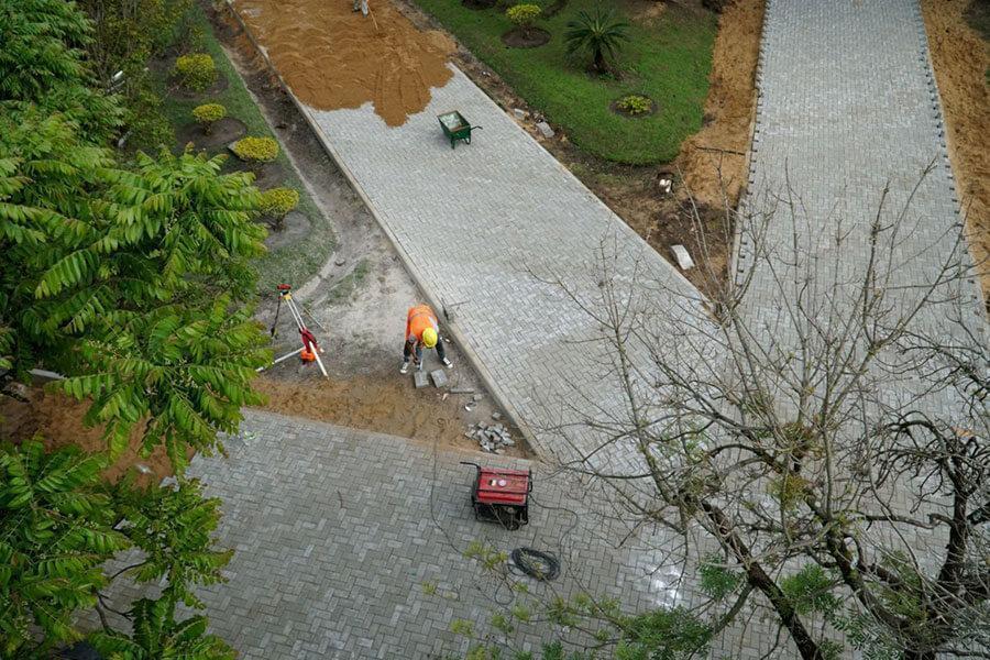 Avanza a buen ritmo el asfaltado de Ferrari y la obra de plaza Artigas