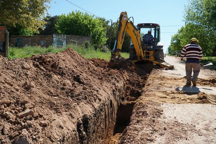 La Municipalidad de Colón ejecuta obras de agua, cloacas, cordón cuneta y enripiado