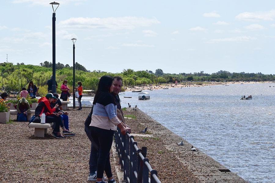 Turistas y vecinos disfrutan del fin de semana largo en Colón