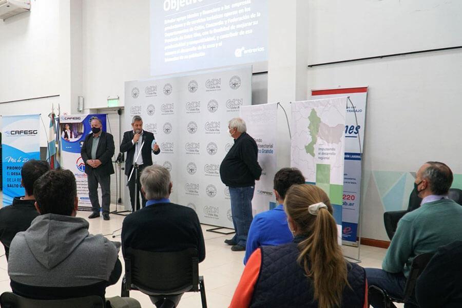 Junto a la CAFESG se presentaron programas para emprendedores
