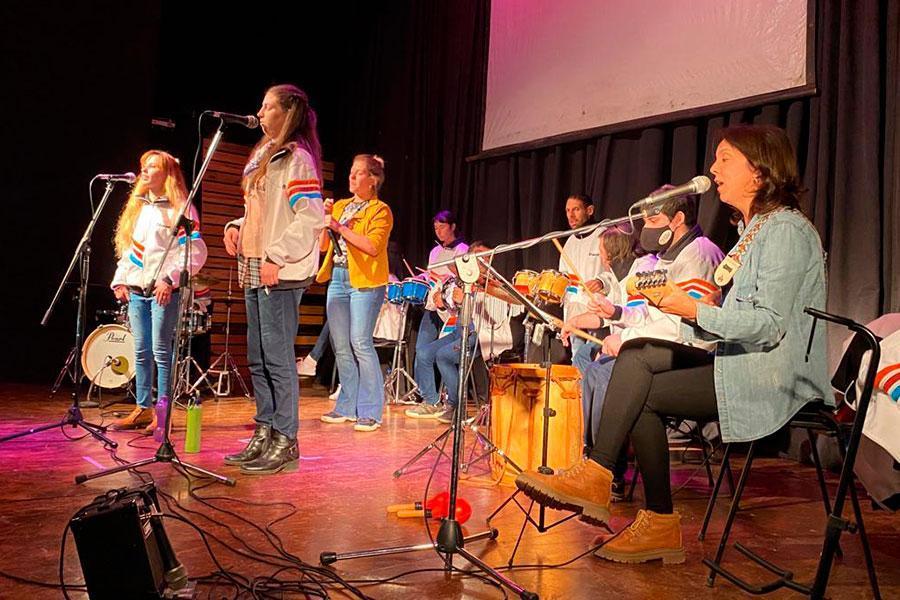 """El grupo de jóvenes """"Seres Vibrantes"""" abrieron el Mes de la Inclusión"""