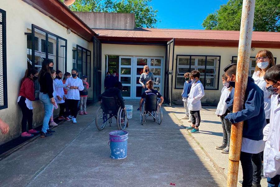 Se visitan escuelas de Colón con un taller sobre inclusión